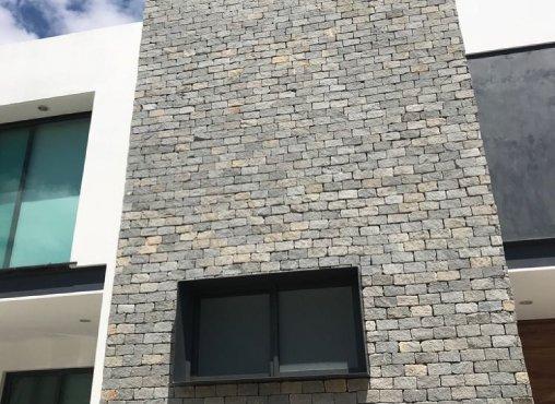 Fachada de Piedra Laja en casa habitación